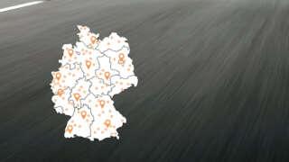 Deutschlandkarte-mit-Asphalt-im-Hintergrund